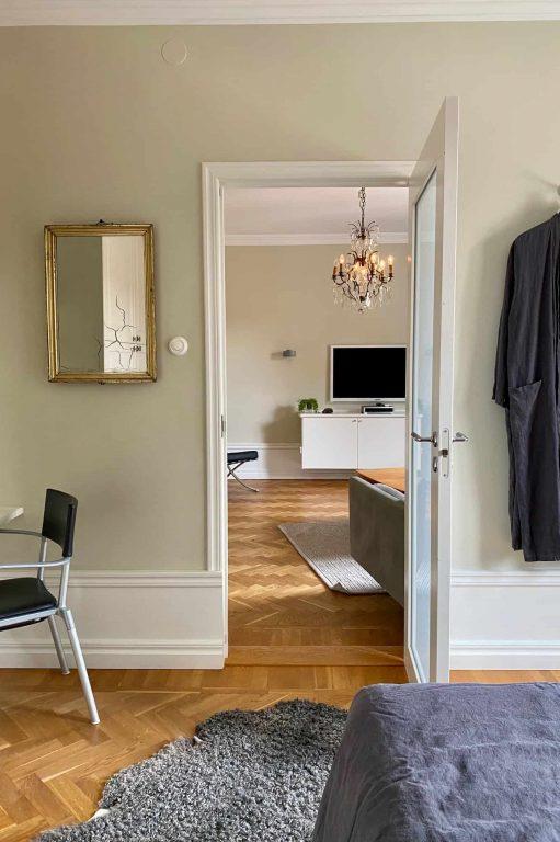 Bergman vardagsrum från sovrum